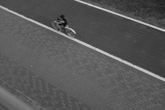 Mujer en bicicleta copy